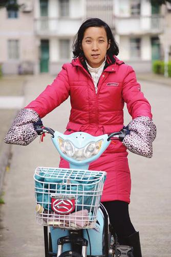 南宁/当天,谭晓君就是用这辆电动车搭阿婆的。...