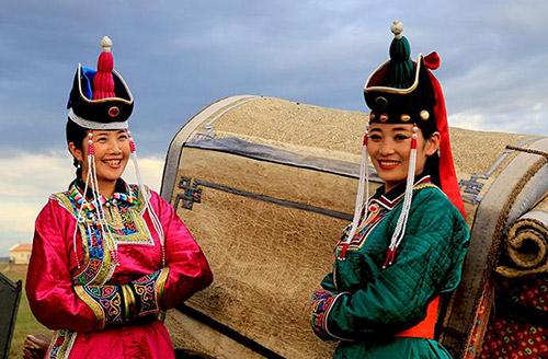 华美蒙古族服饰展现别样民族风