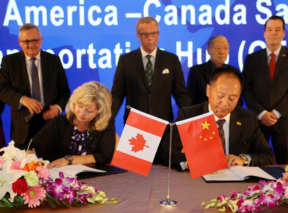 商世伟与加拿大GTH园区代表签约