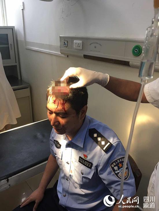 受伤民警。