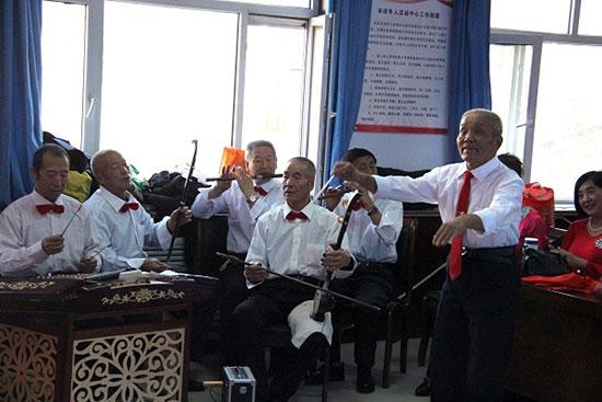 阳光社区:金阳合唱团唱红歌