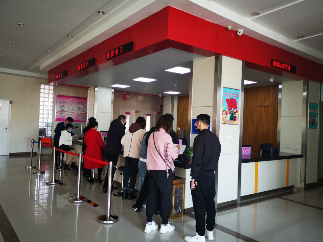 [网连中国]成婚领证可否不消告假?这几地平易近政局已解决了