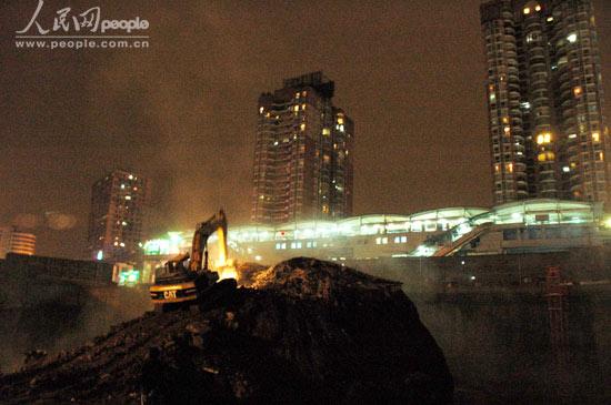 拆迁房屋已被夷为平地.人民网记者张加林 摄-重庆最牛钉子户 建筑图片