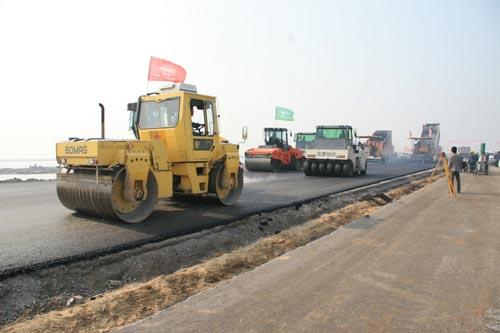 河北省沿海高速公路沥青路面全部摊