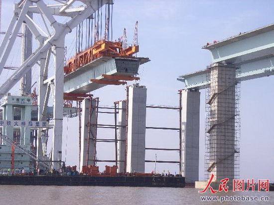 105米钢-砼组合结构连续箱梁是亚洲目前最大的