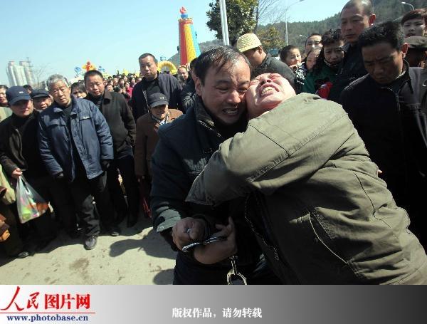 镜头揭秘徐州警察云龙山庙会抓小偷全过程