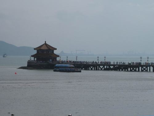 青岛栈桥,俗称前海栈桥,南海栈桥,大码头.