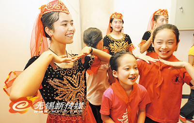 维族跳舞简笔画