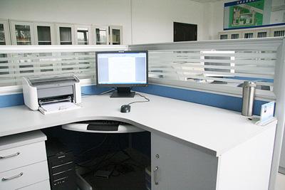 室长方形,l形办公桌的特点,对电脑主机,电脑显示器,打印机,电脑音箱