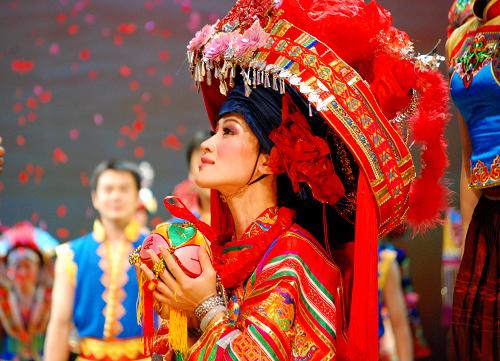 广西民族歌舞秀《绣球飞》在南宁人民会堂隆重首演