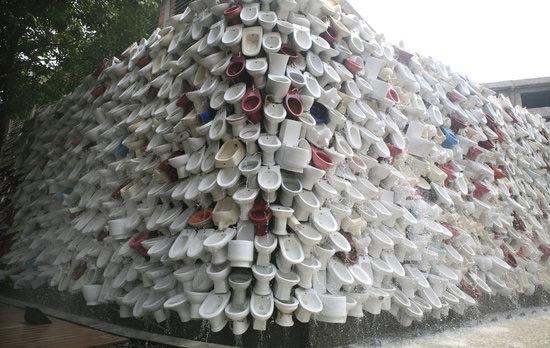逾万马桶成艺术墙 - 山水号子 - 山  水  号  子
