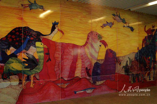 北京地铁四号线动物园站的儿童涂鸦壁画