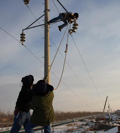 高速公路建设涉及到送,配电线路迁移改造达33条,杆塔数百基,时间紧