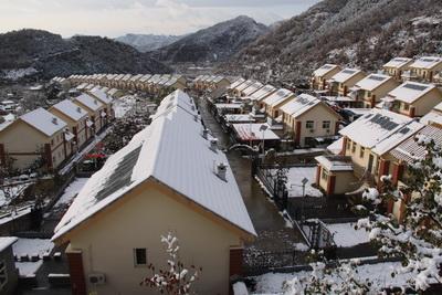雪后钢结构厂房