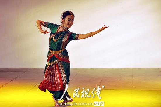 精彩的印度舞表演图片