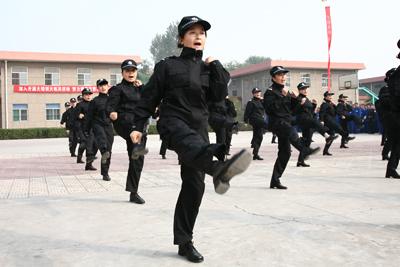 英姿飒爽的女警方队-陕西虢镇劳教所推进双大活动促整体工作健康发展