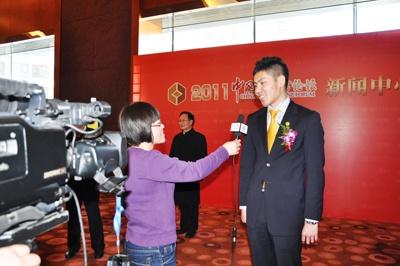 """王靖荣膺2010年""""中国十大最受尊敬的慈善人物""""称号"""